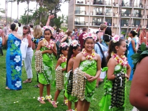 girls-luau